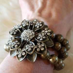 Bracelet with flower
